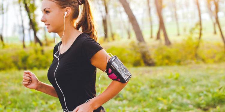 jogging-with-headphones-750x375_1024x1024